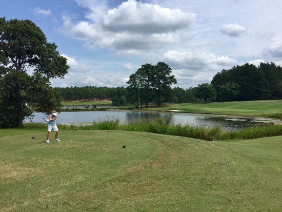 Aberdeen, NC: Beautiful course to play with challenges all over the course!  Highly recommend!