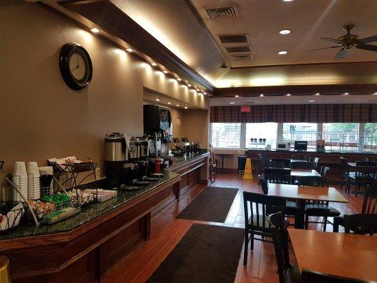 Hawthorn Suites by Wyndham Dearborn/Detroit MI: 20170809_195858_large.jpg