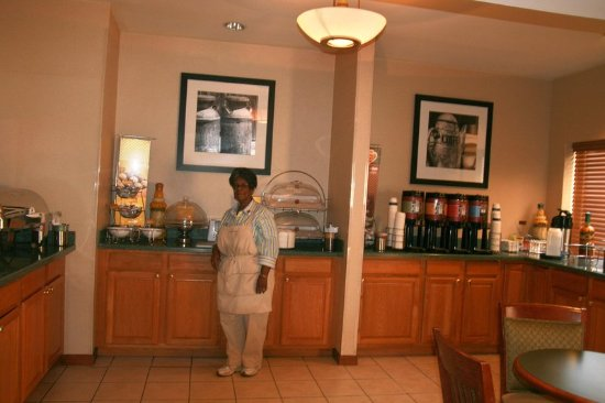Madison, GA: Breakfast Hostess