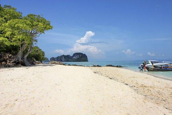 Le Meridien Phuket Beach Resort: Bamboo Island - beach walk