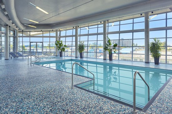 Westin Wall Centre Vancouver Airport: Indoor Swimming Pool