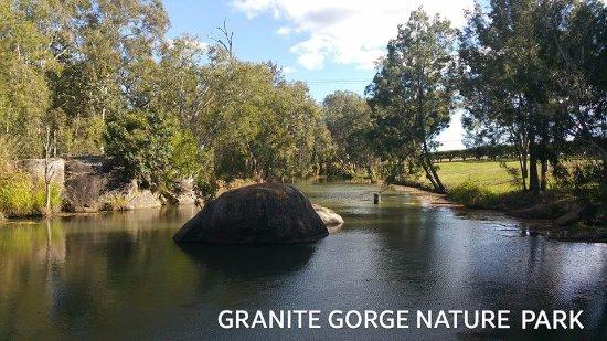 Mareeba, Avustralya: Peaceful lake at the park
