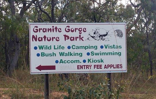Mareeba, Avustralya: Signboard at the entrance to the park