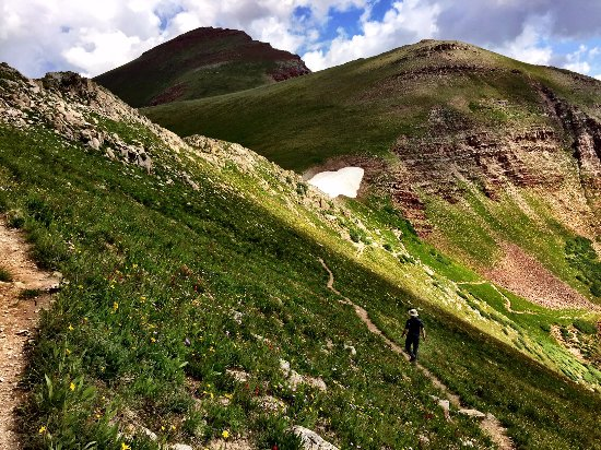 Buckskin Pass : going down, eyes on the trail