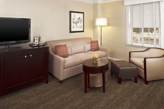 Morristown, NJ: Deluxe Room - Seating Area