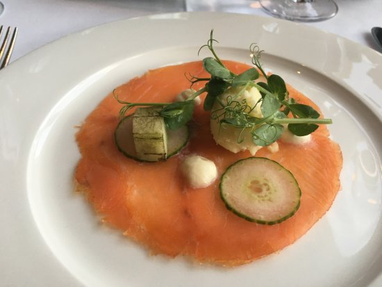 Sheen Falls Lodge: Smoked salmon with Horseradish sorbet. Excellent!!