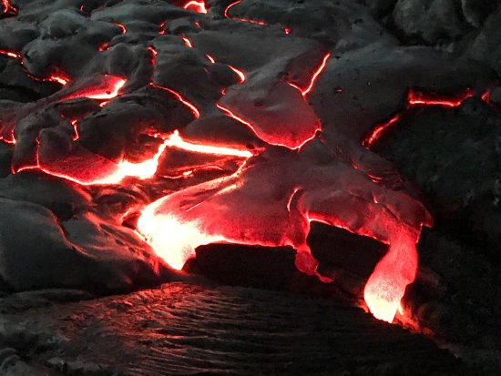 Keaau, Hawái: The most amazing thing I've ever seen. New land, hot lava directly under your feet! Incredible.