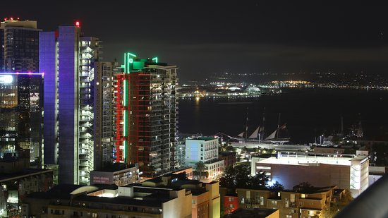 Doubletree Hotel San Diego Downtown: night time view of the water
