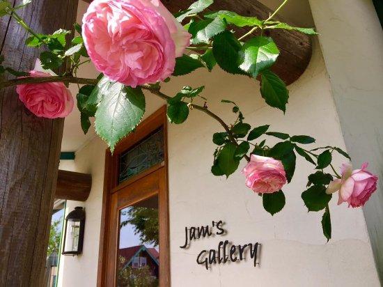 Suooshima-cho, Japan: ギャラリーにて定期的に展示される写真や作品をお楽しみください