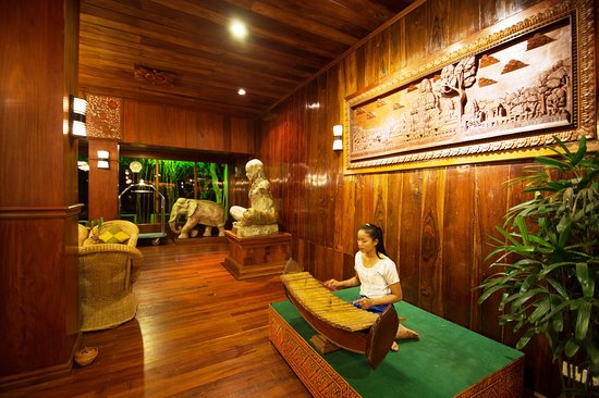 Ta Prohm Hotel: Playing traditional music every evening