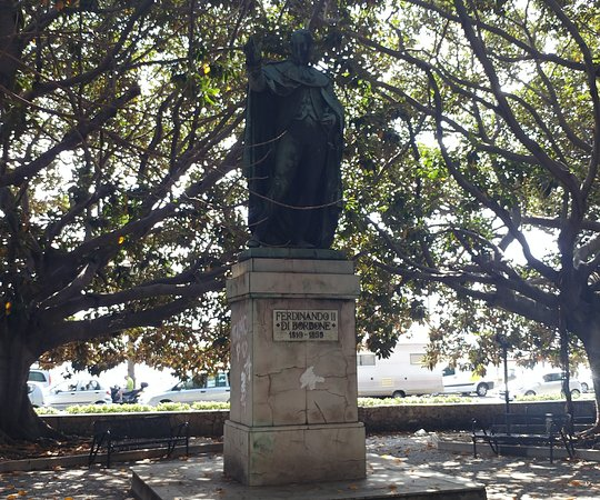 Statua di Ferdinando II di Borbone