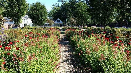 Ticonderoga, NY: some of the beautiful gardens