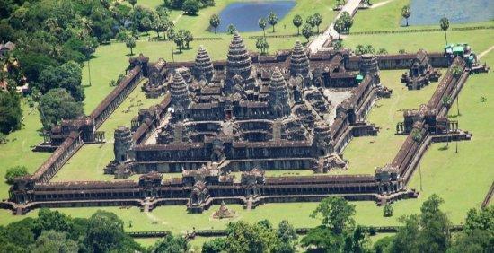 angkor wat temple eyes birds views picture of remorque cambodia