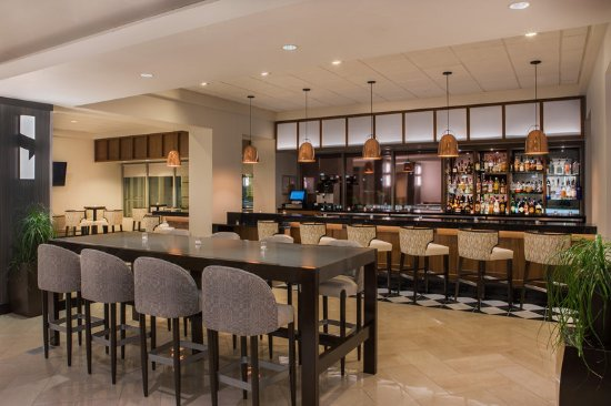 Elk Grove Village, IL: Lounge Bar
