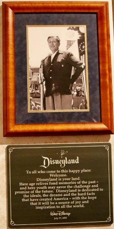 Walk In Walt S Disneyland Footsteps Tour Review