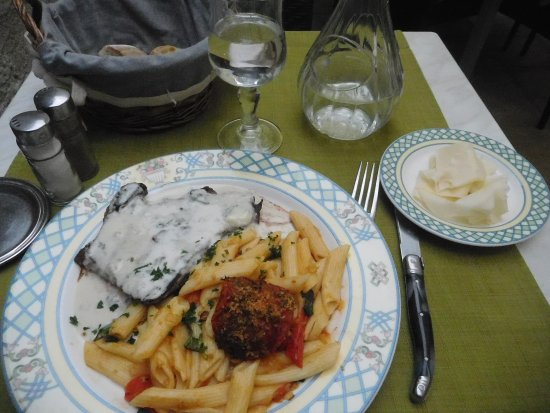 Cote Jardin: My second course: pave de boeuf with blue cheese sauce and penne pasta with roasted tomato