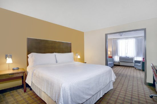 Four points by sheraton niagara falls fallsview updated 2 bedroom suites in niagara falls ontario