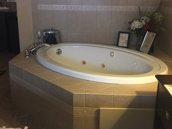 Skaneateles, NY: In-room Jacuzzi