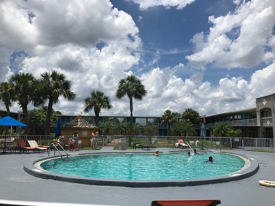 Days Inn Orlando/international Drive: The pool