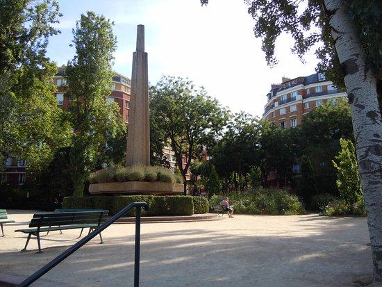 Square Sarah Bernhardt