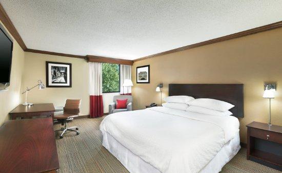 Four Points by Sheraton Asheville Downtown: Four Points, Asheville Downtown-Standard King Guestroom