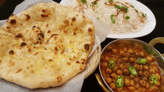 Plain Naan Bread, Chana Masala, Basmati Rice at Masala Loma Linda.  Photo- Larry R. Erickson