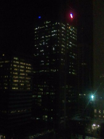 ibis Brisbane: Late-night view from our room on the 15th floor.