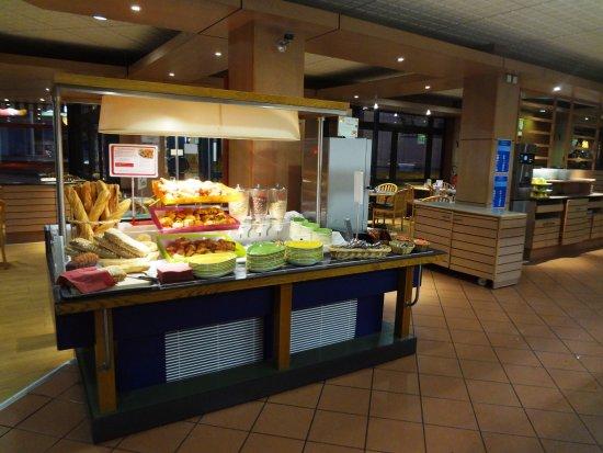 Assevillers, France: BUFFET PETIT-DEJEUNER