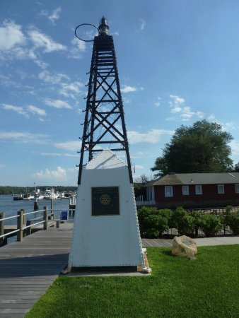 Essex, CT: Outside of the museum