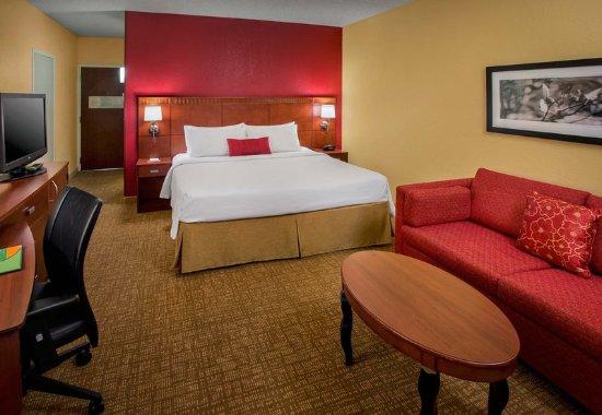 Wayne, PA: King Guest Room