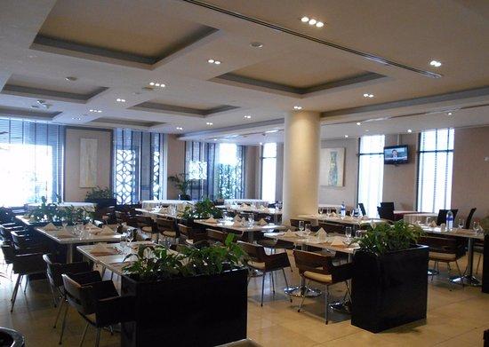 Mercure Gold Hotel : Buen restaurant de Mercure Gold Dubai.