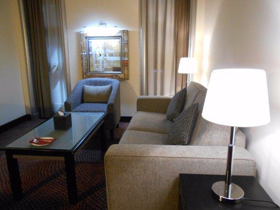 Mercure Gold Hotel : Sala de estar room 406.