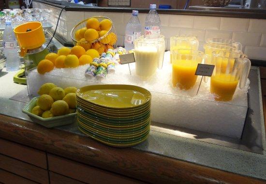Assevillers, Francia: Buffet Petit-Déjeuner  Pôle boissons fraîches