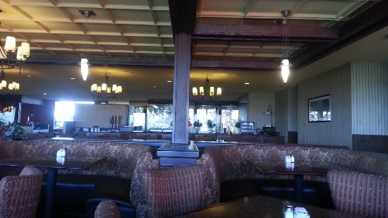 Pendleton, Oregón: The view of the seating area. It was nearly empty during dinner, 5:40 to 6:30 on Friday night.