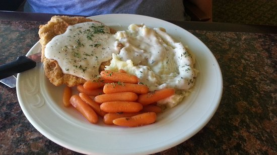 Pendleton, Oregón: My wife's chicken-fried steak and two included sides