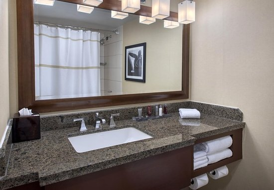 Uniondale, Νέα Υόρκη: Guest Bathroom