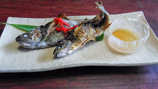 Higashiomi, Japan: イワナの塩焼き、塩っぱいです