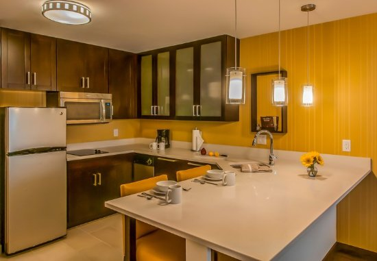 Glendale, CO: Queen/Queen One-Bedroom Suite Kitchen