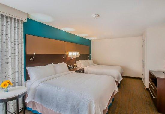 Glendale, CO: Queen/Queen One-Bedroom Suite