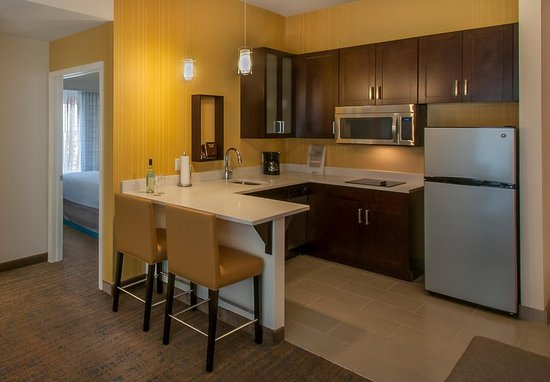 Glendale, CO: King One-Bedroom Suite