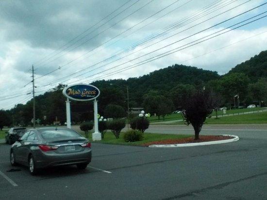Bristol, TN: Mad Greek Sign