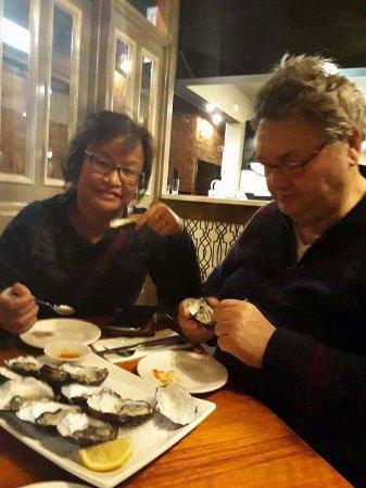 Warragul, Australia: dozen oysters natural