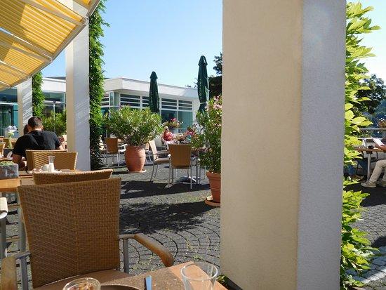 blick auf die terrasse bild von schwarzwald panorama bad herrenalb tripadvisor. Black Bedroom Furniture Sets. Home Design Ideas