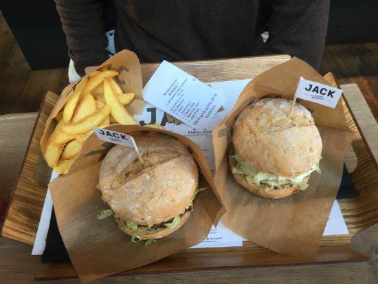 JACK Premium Burgers Gent: Classic Burguer & New York Burguer