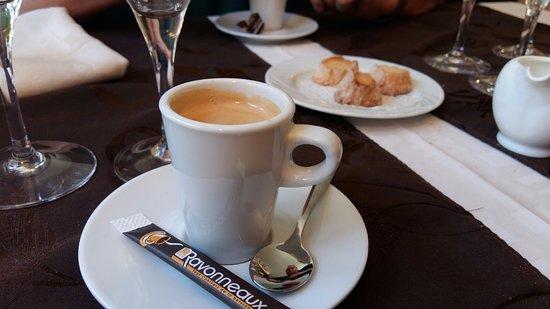 Lons-le-Saunier, Francia: café
