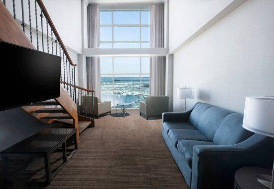 Niagara Falls Marriott on the Falls: One-Bedroom Bi-Level Suite - Living Area