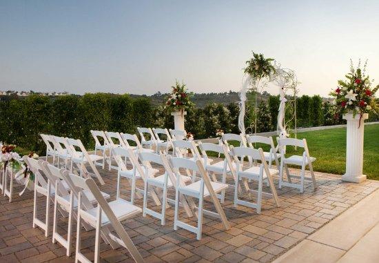 Courtyard San Diego Oceanside: Outdoor Wedding