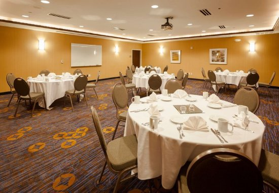 Courtyard Madison West/Middleton: Meeting Room – Banquet Setup