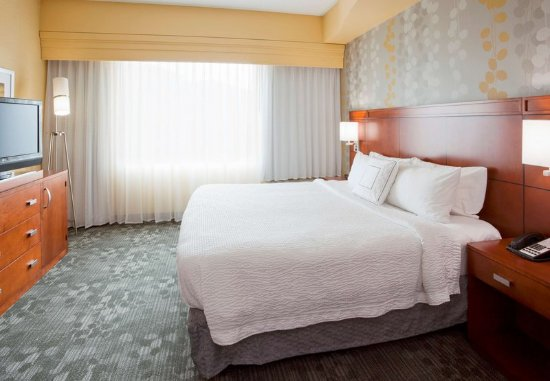 **Official Site** of the Red Carpet Inn Great Lakes North Chicago, IL. Offering affordable rates and comfortable accommodations for travelers on a budget.