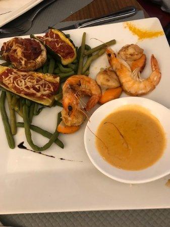 Chateaulin, France: cassolette St Jacques avec légumes